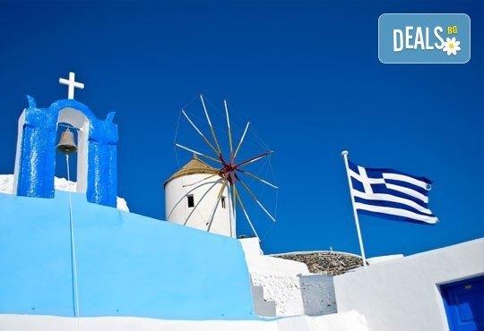 Слънчева мини почивка през септември или октомври на о. Санторини, Гърция! 4 нощувки със закуски, транспорт и фериботни билети! - Снимка 1