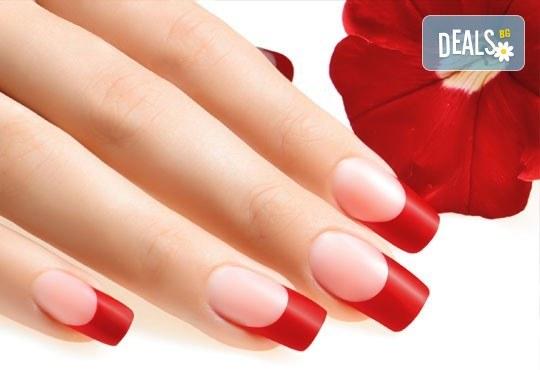 Моделирайте ноктите си! Ноктопластика с изграждане с гел и четири декорации в салон за красота Kult Beauty! - Снимка 1
