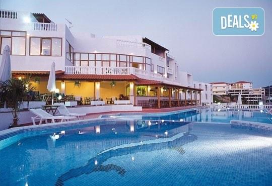 Септемврийски празници в Гърция, Халкидики! 3 нощувки със закуски в хотел Akti Ouranoupoli Beach Resort 4* и транспорт, от Вени Травел - Снимка 3