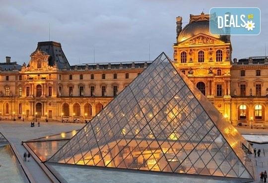 Самолетна екскурзия до Париж през септември с Дари Травел! 3 нощувки със закуски в хотел 3*, билет, трансфер и летищни такси! - Снимка 5