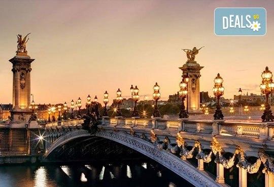Самолетна екскурзия до Париж през септември с Дари Травел! 3 нощувки със закуски в хотел 3*, билет, трансфер и летищни такси! - Снимка 3