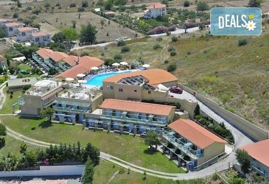 Почивка в Daphne Holiday Club 3*, Халкидики, Гърция, през август или септември! 5 нощувки със закуски и вечери, от Теско Груп! - Снимка 15