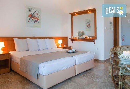 Почивка в Daphne Holiday Club 3*, Халкидики, Гърция, през август или септември! 5 нощувки със закуски и вечери, от Теско Груп! - Снимка 5