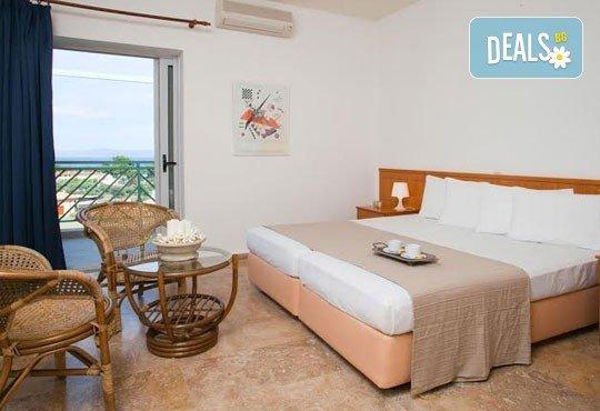 Почивка в Daphne Holiday Club 3*, Халкидики, Гърция, през август или септември! 5 нощувки със закуски и вечери, от Теско Груп! - Снимка 6