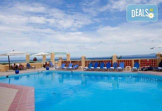 Почивка в Daphne Holiday Club 3*, Халкидики, Гърция, през август или септември! 5 нощувки със закуски и вечери, от Теско Груп! - Снимка 12