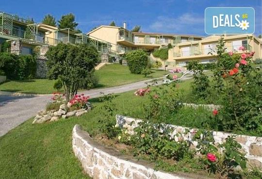 Почивка в Daphne Holiday Club 3*, Халкидики, Гърция, през август или септември! 5 нощувки със закуски и вечери, от Теско Груп! - Снимка 1