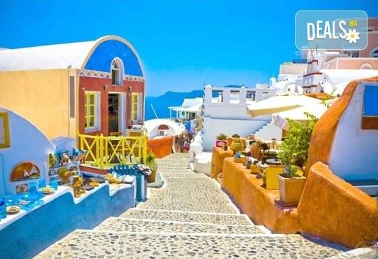 Екскурзия до Атина и о. Санторини, през октомври, с Караджъ Турс! 4 нощувки и закуски в хотели 2/3*, транспорт и програма - Снимка 4