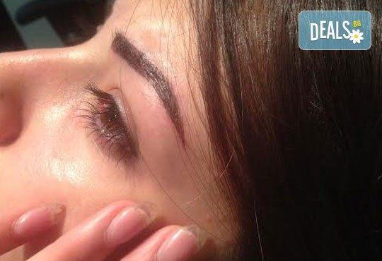 За перфектно оформени вежди! 3D перманентен грим с ръчен метод косъм по косъм - микроблейдинг на вежди в Poly Dreams Beauty Center! - Снимка 2