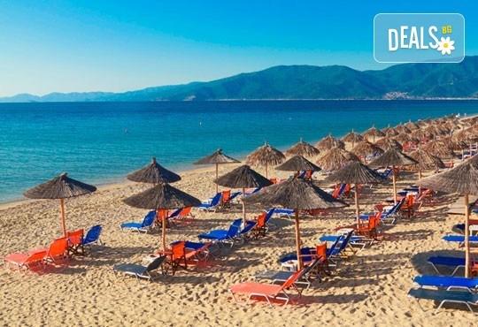В слънчева Гърция за ден през август или септември! На плаж в Аспровалта за 1 ден - транспорт, застраховка, водач от Глобус Турс! - Снимка 1