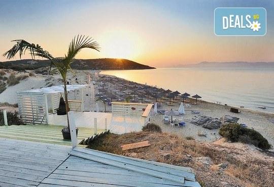 В слънчева Гърция за ден през август или септември! На плаж на Ammolofi Beach, Неа Перамос - транспорт, застраховка и водач! - Снимка 2