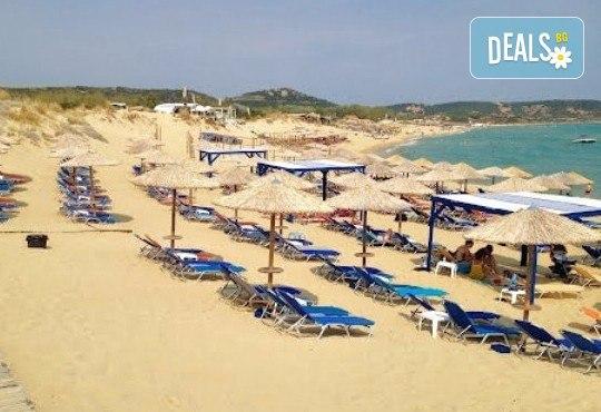В слънчева Гърция за ден през август или септември! На плаж на Ammolofi Beach, Неа Перамос - транспорт, застраховка и водач! - Снимка 4