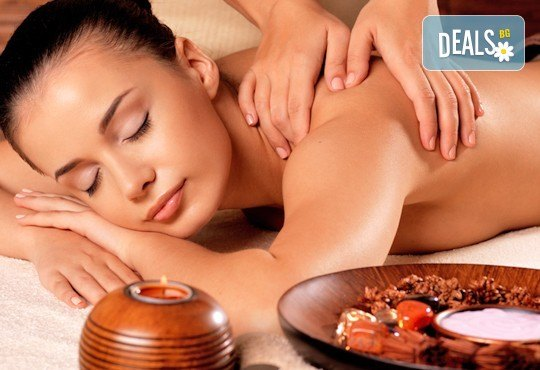 Болкоуспокояващ масаж на гръб с подбрани етерични масла от алое, иланг-иланг и макадамия в Chocolate & Beauty - Снимка 1