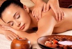 Болкоуспокояващ масаж на гръб с подбрани етерични масла от алое, иланг-иланг и макадамия в Chocolate & Beauty - Снимка