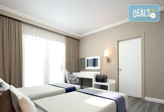 Супер почивка със самолет в Анталия на 08.10! 7 нощувки, All Inclusive в хотел L`ANCORA BEACH 4*, Кемер, двупосочен билет, летищни такси и трансфери - Снимка 4