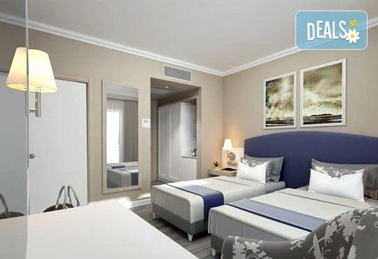 Супер почивка със самолет в Анталия на 08.10! 7 нощувки, All Inclusive в хотел L`ANCORA BEACH 4*, Кемер, двупосочен билет, летищни такси и трансфери - Снимка 3