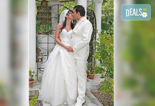 Професионално фотозаснемане на сватбено тържество, 300-350 обработени кадъра на CD, фотограф Любомир Панов - Снимка 2