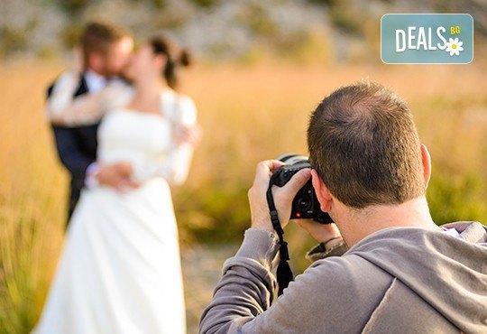 Професионално фотозаснемане на сватбено тържество, 300-350 обработени кадъра на CD, фотограф Любомир Панов - Снимка 1