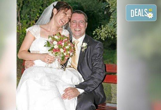 Професионално фотозаснемане на сватбено тържество, 300-350 обработени кадъра на CD, фотограф Любомир Панов - Снимка 3