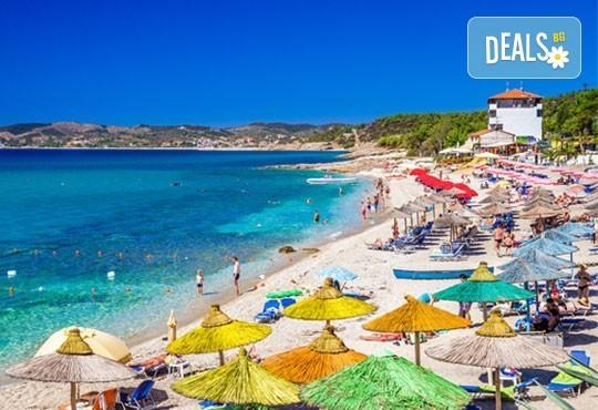 Почивка през септември на о. Тасос, Гърция - 7 нощувки със закуски и вечери, транспорт, водач и програма! Безплатно хотелско настаняване за дете до 4 години! - Снимка 1