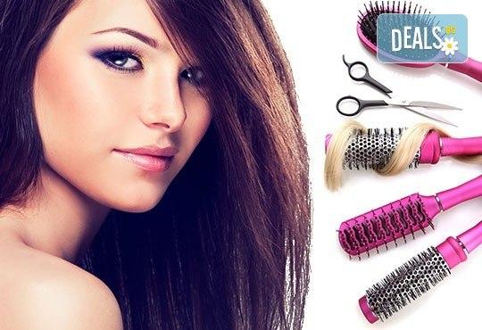 Подстригване, измиване с висок клас продукти, маска според типа коса, стилизиращ продукт и подсушаване в салон Д&В! - Снимка 1
