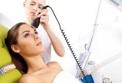 Мануално или ултразвуково почистване на лице с медицинска козметика в Д&В