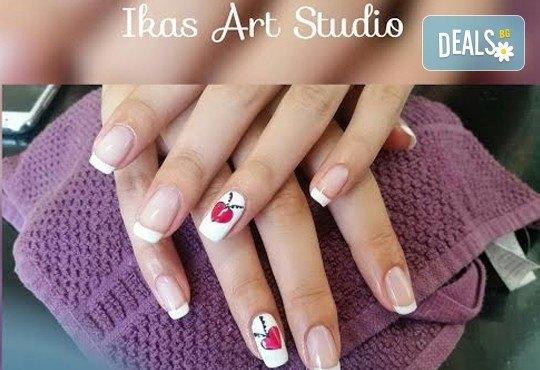 Погрижете се за ръцете и краката си с маникюр и педикюр с Shellac и бонус: 2/4 декорации от Икас Арт студио! - Снимка 4