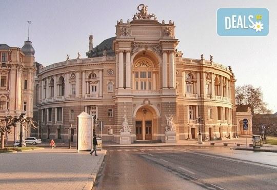 Екскурзия до Одеса през октомври с Караджъ Турс! 2 нощувки със закуски в хотел 2/3*, транспорт и програма! - Снимка 1