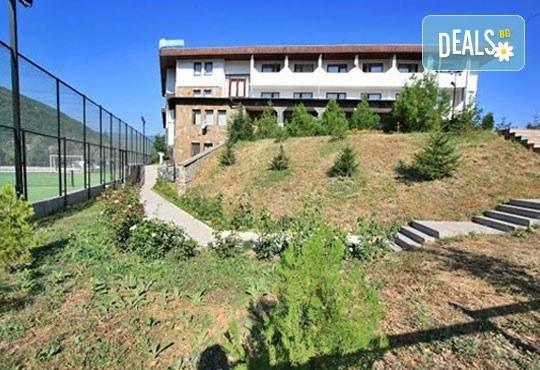 Почивка в Брацигово! 1 нощувка със закуска, обяд и вечеря и ползване на басейн в СПА хотел Виктория, цена на човек - Снимка 7