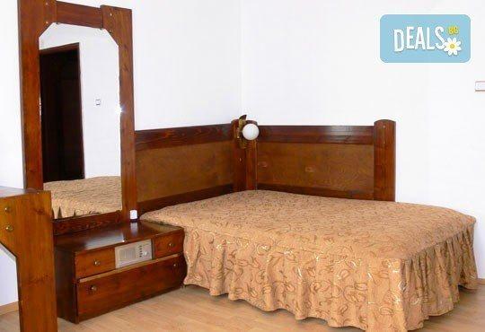 Почивка в Брацигово! 1 нощувка със закуска, обяд и вечеря и ползване на басейн в СПА хотел Виктория, цена на човек - Снимка 8