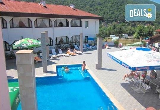 Почивка в Брацигово! 1 нощувка със закуска, обяд и вечеря и ползване на басейн в СПА хотел Виктория, цена на човек - Снимка 1