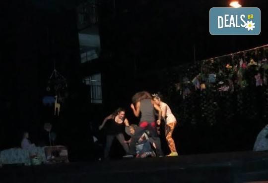 С децата на театър! Да открием сезона с Любопитното слонче на 28.09. от 19 ч.,Театър Виа Верде, Открита сцена Сълза и Смях, камерна сцена - Снимка 4