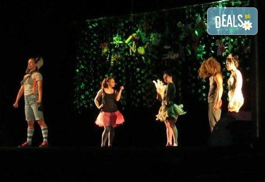 С децата на театър! Да открием сезона с Любопитното слонче на 28.09. от 19 ч.,Театър Виа Верде, Открита сцена Сълза и Смях, камерна сцена - Снимка 1