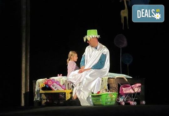 С децата на театър! Да открием сезона с Любопитното слонче на 28.09. от 19 ч.,Театър Виа Верде, Открита сцена Сълза и Смях, камерна сцена - Снимка 2