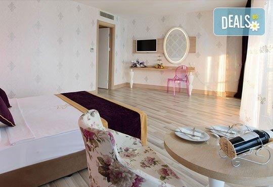 Почивка в Анталия, самолетна програма, септември - 7 нощувки на база Ultra All Inclusive в Raymar Hotel 5*, билет, летищни такси и трансфери! - Снимка 3
