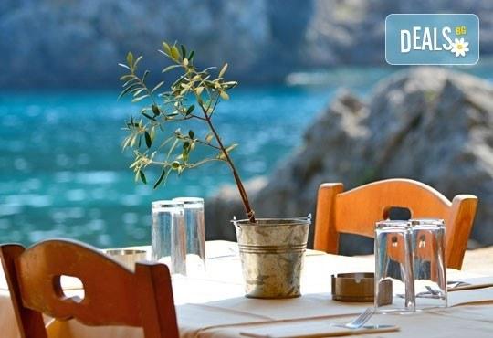Почивка на о. Корфу, перлата на Йонийско море през октомври! 3 нощувки със закуски и вечери, хотел 3*, транспорт и фериботни такси, с Глобус Турс! - Снимка 4
