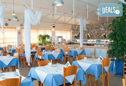 Почивка в Daphne Holiday Club 3*, Касандра, Халкидики, през септември! 5 нощувки със закуски и вечери, от Теско Груп! - Снимка 9