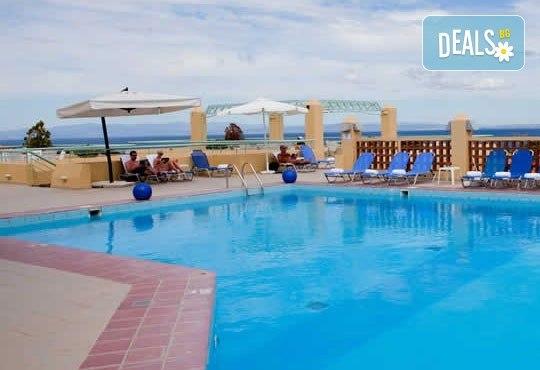 Почивка в Daphne Holiday Club 3*, Касандра, Халкидики, през септември! 5 нощувки със закуски и вечери, от Теско Груп! - Снимка 2
