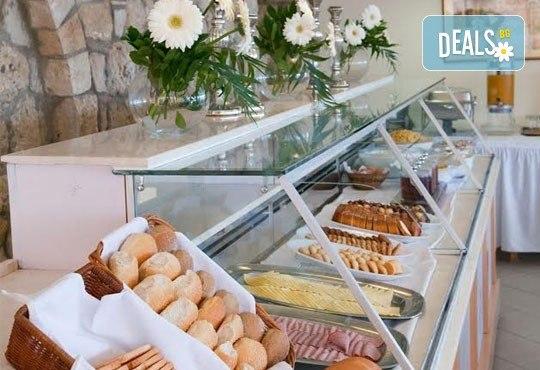 Почивка в Daphne Holiday Club 3*, Касандра, Халкидики, през септември! 5 нощувки със закуски и вечери, от Теско Груп! - Снимка 8