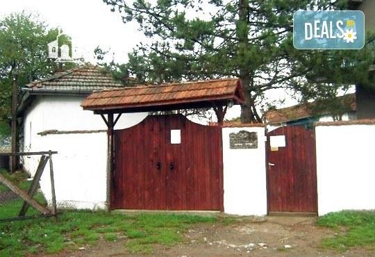 Еднодневна екскурзия до Годечки и Шияковски манастир през септември с транспорт от агенция Поход! - Снимка 2