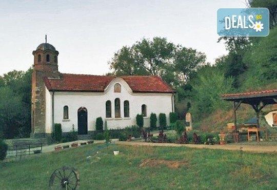 Еднодневна екскурзия до Годечки и Шияковски манастир през септември с транспорт от агенция Поход! - Снимка 1