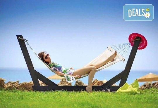 Последни слънчеви лъчи и топло море през октомври на о. Тасос! Почивка в Hotel Blue Dream Palace Thassos 4*: 3 нощувки със закуски, 1 вечеря и транспорт! - Снимка 1