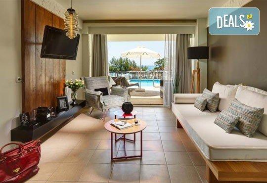 Последни слънчеви лъчи и топло море през октомври на о. Тасос! Почивка в Hotel Blue Dream Palace Thassos 4*: 3 нощувки със закуски, 1 вечеря и транспорт! - Снимка 3