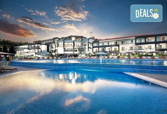 Последни слънчеви лъчи и топло море през октомври на о. Тасос! Почивка в Hotel Blue Dream Palace Thassos 4*: 3 нощувки със закуски, 1 вечеря и транспорт! - Снимка 2