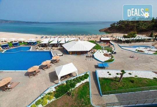 Последни слънчеви лъчи и топло море през октомври на о. Тасос! Почивка в Hotel Blue Dream Palace Thassos 4*: 3 нощувки със закуски, 1 вечеря и транспорт! - Снимка 10