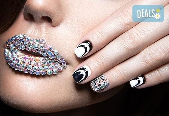 Красиви ръце! Маникюр с гел лак BlueSky и декорации на 4 пръста с камъчета дизайн Swarovski в Салон за красота Карибите - Снимка 1