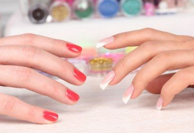 Красиви нокти за дълго време! Класически или френски маникюр с гел лак Elora в салон за красота Калинсим! - Снимка