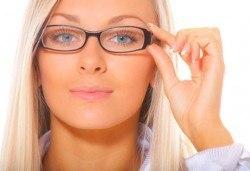 Очен преглед с биомикроскопия, авторефрактометрия, оглед на очни дъна, проверка на зрителна острота и изписване на очила при нужда в МЦ Медкрос! - Снимка