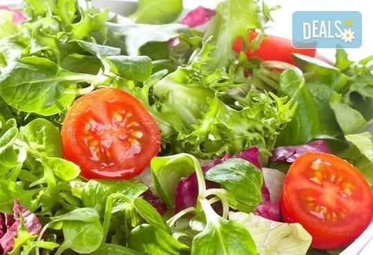 Насладете се на салата и основно ястие по избор от богатото меню на ресторант Latte във Варна! - Снимка 5