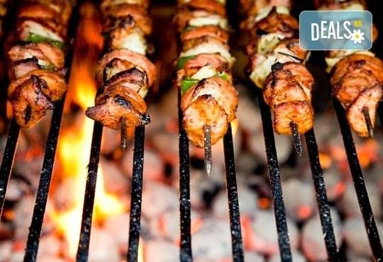 Насладете се на салата и основно ястие по избор от богатото меню на ресторант Latte във Варна! - Снимка 6