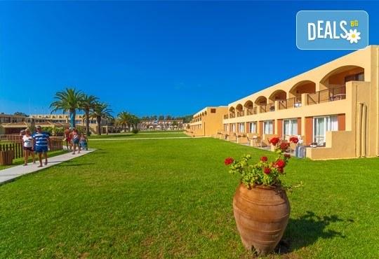 Септемврийска почивка на о. Корфу, Гърция: 3 нощувки All Inclusive в Messonghi Beach Holiday Resort, транспорт и водач, нощен преход на отиване! - Снимка 3
